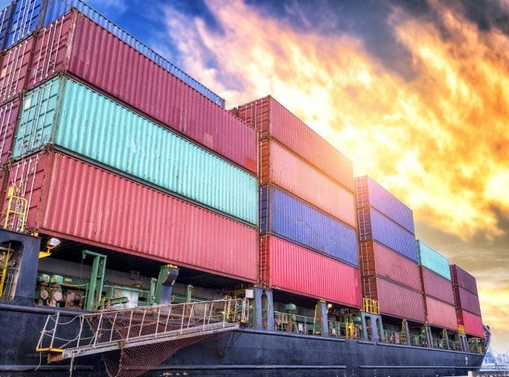 Na czym polega frachtowanie statków (chartering)?